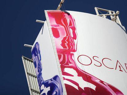 Un cartel de los Oscar en Los Ángeles. En el vídeo, Carlos Boyero habla sobre sus favoritos.