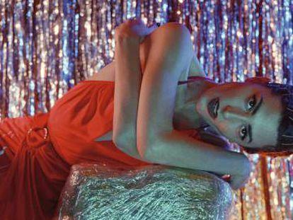 La actriz posa en exclusiva para ICON con vestido Paco Rabanne.