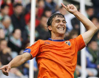 Sebastián Fernández celebra su gol ante el Racing.
