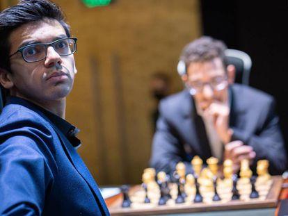 Anish Giri, hoy en Yekaterimburgo, durante su partida con Caruana