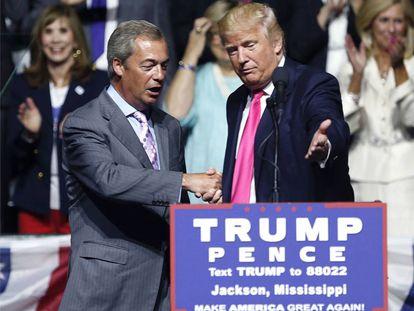 El presidente electo de EE UU, Donald Trump,con el político pro-'Brexit' Nigel Farage en un acto de campaña el pasado agosto.