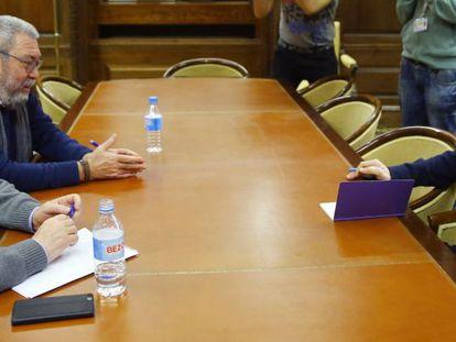 Pablo Iglesias, durante su reunión con Ignacio Fernández Toxo (CC OO) y Cándido Méndez (UGT).