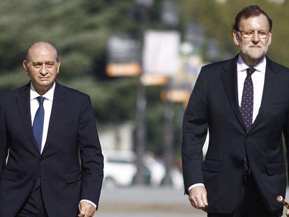 El exministro del Interior, Jorge Fernández, junto al expresidente, Mariano Rajoy.