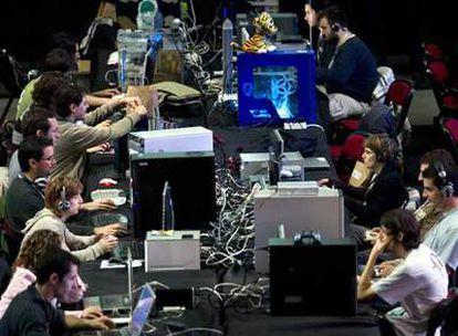 Asistentes a la <i>Campus Party,</i> ayer, en el día de su inauguración.