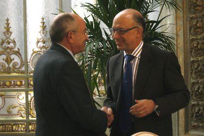 Miguel Ángel Fernández Ordóñez y Cristóbal Montoro, el pasado lunes en Madrid.