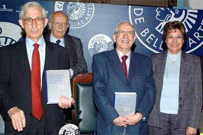 De izquierda a derecha, Gabino Ramos, Emilio Lledó, Manuel Seco y Olimpia Andrés, durante la presentación hoy del Diccionario Fraseológico del Español Actual en Madrid.