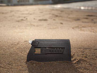 El cargador Nomad en formato tarjeta de crédito.