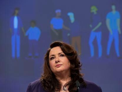 La comisaria europea de Igualdad, Helena Dalli, este jueves en una conferencia de prensa en Bruselas.