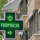 """Cartel de una farmacia de la capital pocos días después del anuncio del Gobierno que asegura la disposición de mascarillas """"suficientes"""" para toda la población, tanto en el canal comercial como en las farmacias, tras el incremento masivo de la producción llevado a cabo en todo el país debido a la crisis del Covid-19. En Madrid, (España), a 18 de abril de 2020. 18 ABRIL 2020;FARMACIA;MADRID;MONCLOA;ARAVACA;CORONAVIRUS;COVID-19;EPIDEMIA;PANDEMIA Ricardo Rubio / Europa Press 18/04/2020"""