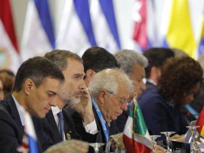 Pedro Sánchez y el rey Felipe VI, este viernes en la Cumbre Iberoamericana en Guatemala.