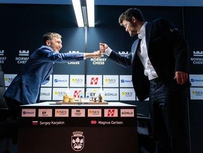 Kariakin y Carlsen se saludan hoy en Stavanger al inicio de su partida