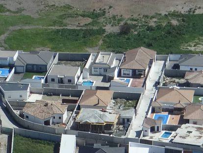 Vista aérea de la 'narcourbanización' en La Línea de la Concepción (Cádiz).