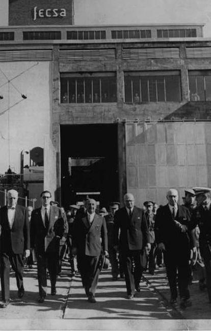 Francisco Franco, visitando la sede de la compañía eléctrica FECSA, propiedad de Juan March.