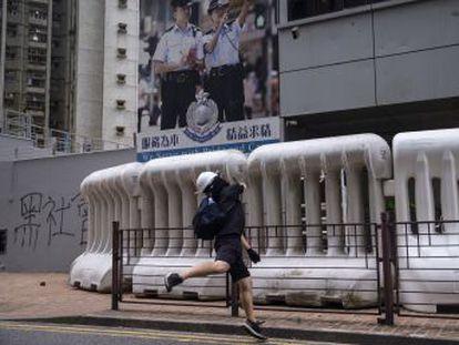 Los manifestantes utilizan tácticas de guerrilla urbana para hacer frente a las amenazas de Pekín