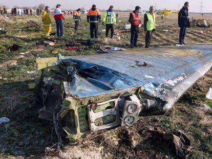 Los restos del avión ucranio siniestrado en Irán. En vídeo, la confirmación de Rouhani y las declaraciones de Trump y Trudeau.
