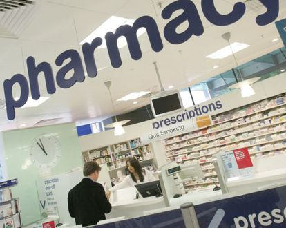 En países como Reino Unido las grandes cadenas de farmacias tienen una importante presencia. / Toby Melville (Reuters)