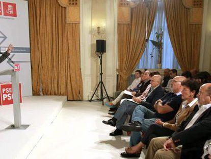 Patxi López se dirige a los asistentes al comité nacional del PSE-EE, en Bilbao.