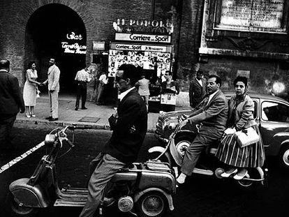 <i>Feu rouge, Via Flaminia, Roma</i>, 1956, de William Klein.