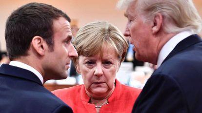 Desde la izquierda, Emmanuel Macron, presidente de Francia, Angela Merkel, canciller alemán, y Donald Trump, presidente de EE UU.