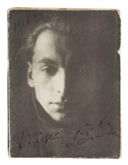 Fotografía de Pablo Neruda de 1923, otra de las piezas de la subasta.