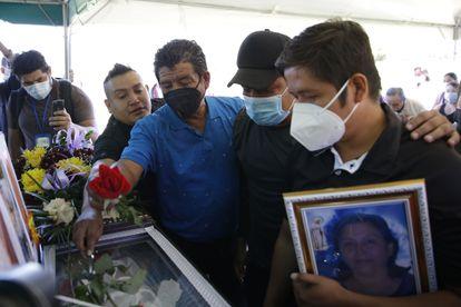 Sepelio de Gloria María Rogel, simpatizante del partido FMLN quien falleció luego de un ataque armado el pasado 31 de enero, en Soyapango, El Salvador.