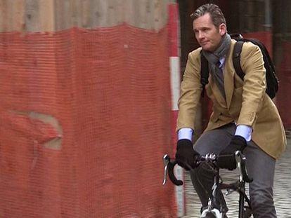 Iñaki Urdangarin, en bicicleta por las calles de Ginebra en febrero de 2017.