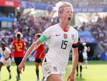 La estadounidense Rapinoe celebra el 2-1 contra España en octavos del Mundial.