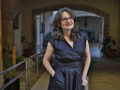La vicepresidenta valenciana y líder de Compromís, Mónica Oltra, este jueves ante la consejería que dirige.