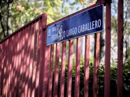 Placa de la calle Largo Caballero, en Madrid (España), a 30 de septiembre de 2020.