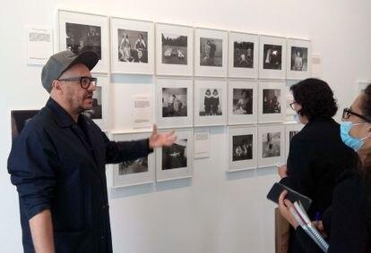 Valentín Roma explica la exposición de La Virreina sobre el libro de Susan Sontag, 'Sobre fotografía'.