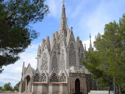 En Montferri, localidad de apenas 400 habitantes, se encuentra una de las obras más singulares de Jujol: la ermita de la Mare de Déu de Montserrat.
