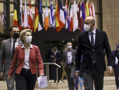 La presidenta de la Comisión, Ursula von der Leyen, y el del Consejo Europeo, Charles Michel, este jueves.