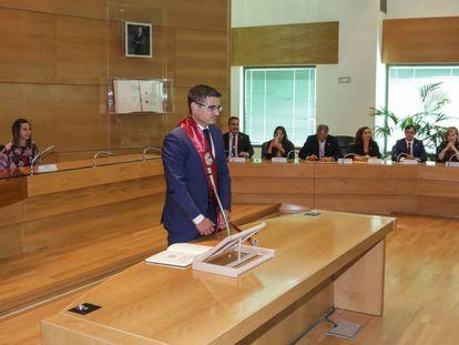 Rafael Sánchez Acera (PSOE), durante el juramento de su cargo como alcalde de Alcobendas (Madrid) en 2019.