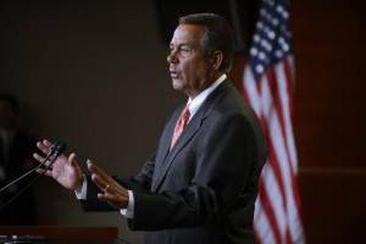 """Fotografía tomada el pasado 29 de noviembre en la que se registró al  presidente de la Cámara de Representante de EE.UU., el republicano John Boehner, quien reiteró que su partido mantiene su oposición a cualquier subida de los impuestos con el argumento de que se debe """"proteger a los pequeños negocios"""" y a la economía. EFE/Archivo"""