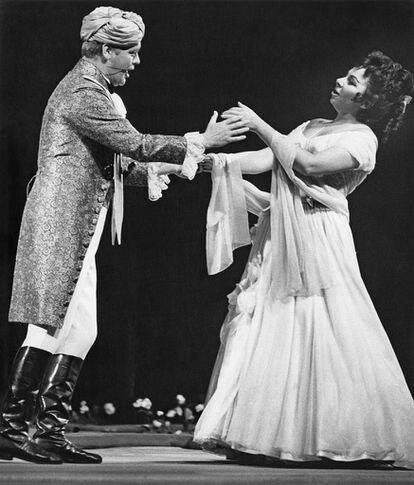 Christa Ludwig con Hermann Prey en una representación de 'Cosi fan tutte' en el festival del Salzburgo en 1963.