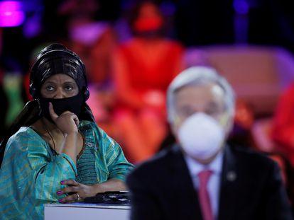 La Directora Ejecutiva de ONU Mujeres, Phumzile Mlambo-Ngcuka, y el Secretario General de las Naciones Unidas, Antonio Guterres, asisten a la ceremonia de apertura del Foro Generación Igualdad en París, Francia, el 30 de junio de 2021.