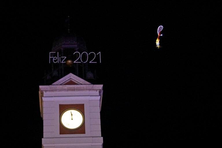 El reloj de la Puerta del Sol minutos antes de empezar 2021.