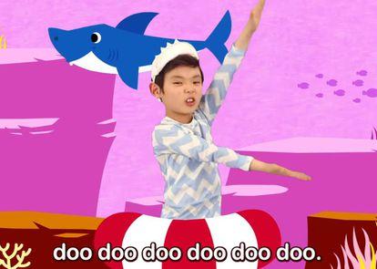 Un fotograma del popular vídeo 'Baby shark', que lleva más de dos mil millones de reproducciones en YouTube.