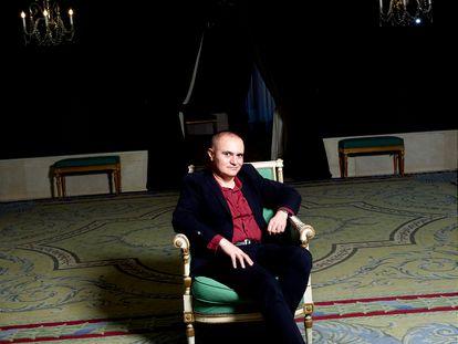 Joan Matabosch posa para ICON en uno de los salones del Teatro Real de Madrid.