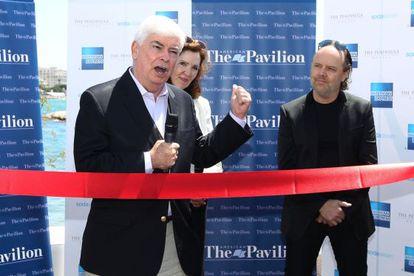 Chris Dodd (izquierda), en el pabellón de EE UU en el festival de Cannes.