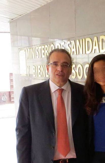Sergio Blasco en el Ministerio de Sanidad guineano.