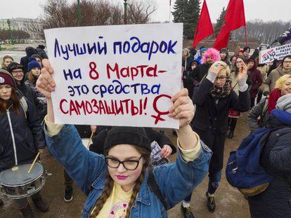 Manifestación por el Día de la Mujer, en marzo, en San Petersburgo.