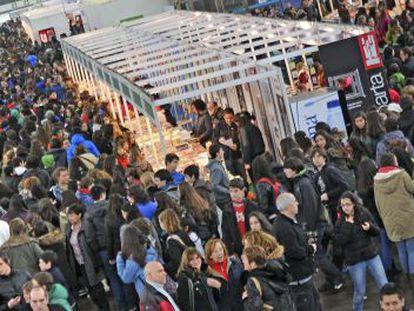 Miles de personas pasan por la Feria de Durango.
