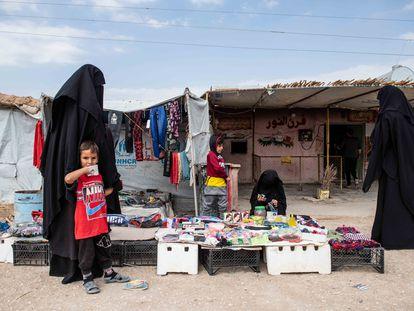Zoco informal del campo de Al Hol en el noreste de Siria.