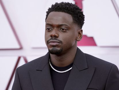 Daniel Kaluuya, winner of the Oscar for best supporting actor for 'Judas and the black messiah', on the red carpet of the awards, in Los Angeles.