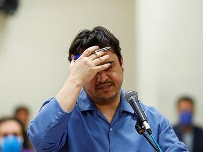El disidente iraní Ruhollah Zam, ejecutado en Irán el 12 de diciembre, durante el juicio en el que fue condenado.