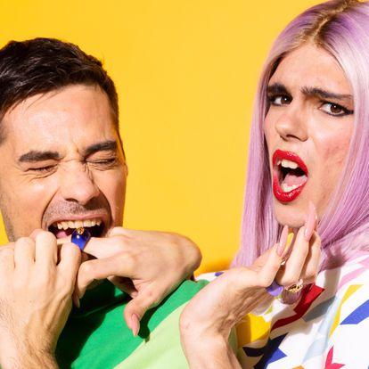 Jordi Cruz y Samantha Hudson son las voces del podcast 'Sigues ahí', de Netflix.