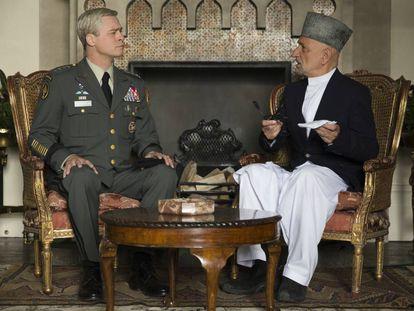 Pitt y Kingsley en 'War Machine'.