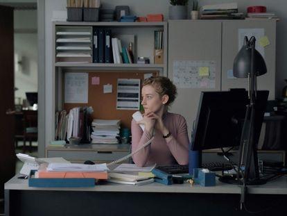 Julia Garner, en una imagen de 'The Assistant'.