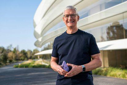 El presidente ejecutivo de Apple, Tim Cook, en una imagen distribuida el pasado 15 de abril con motivo de la presentación de novedades de la compañía.